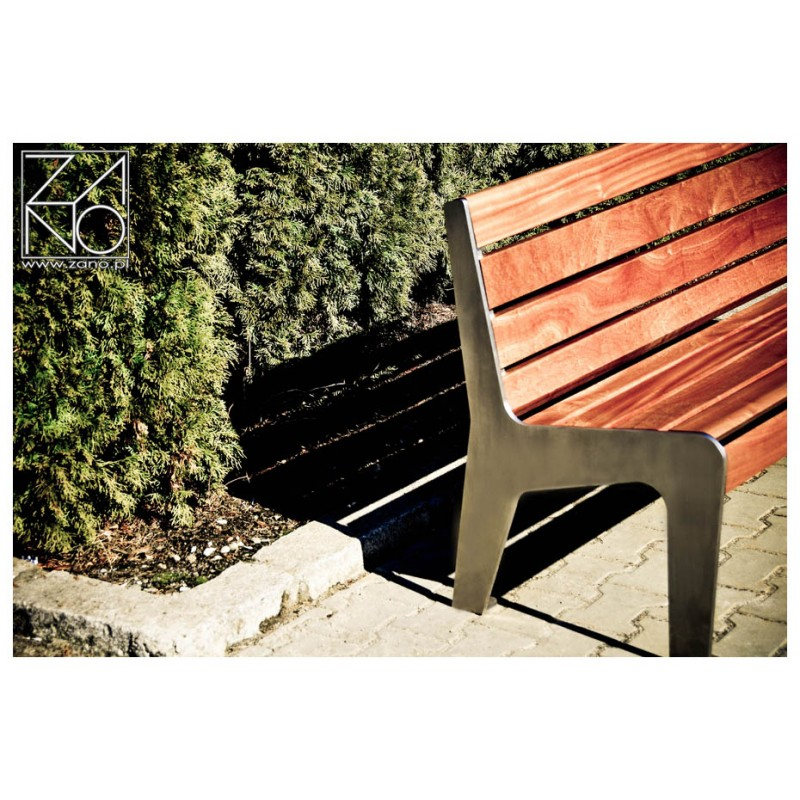 parkbank aus edelstahl und holz mit r ckenlehne. Black Bedroom Furniture Sets. Home Design Ideas