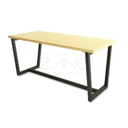 Tisch aus Stahlprofil und Holz